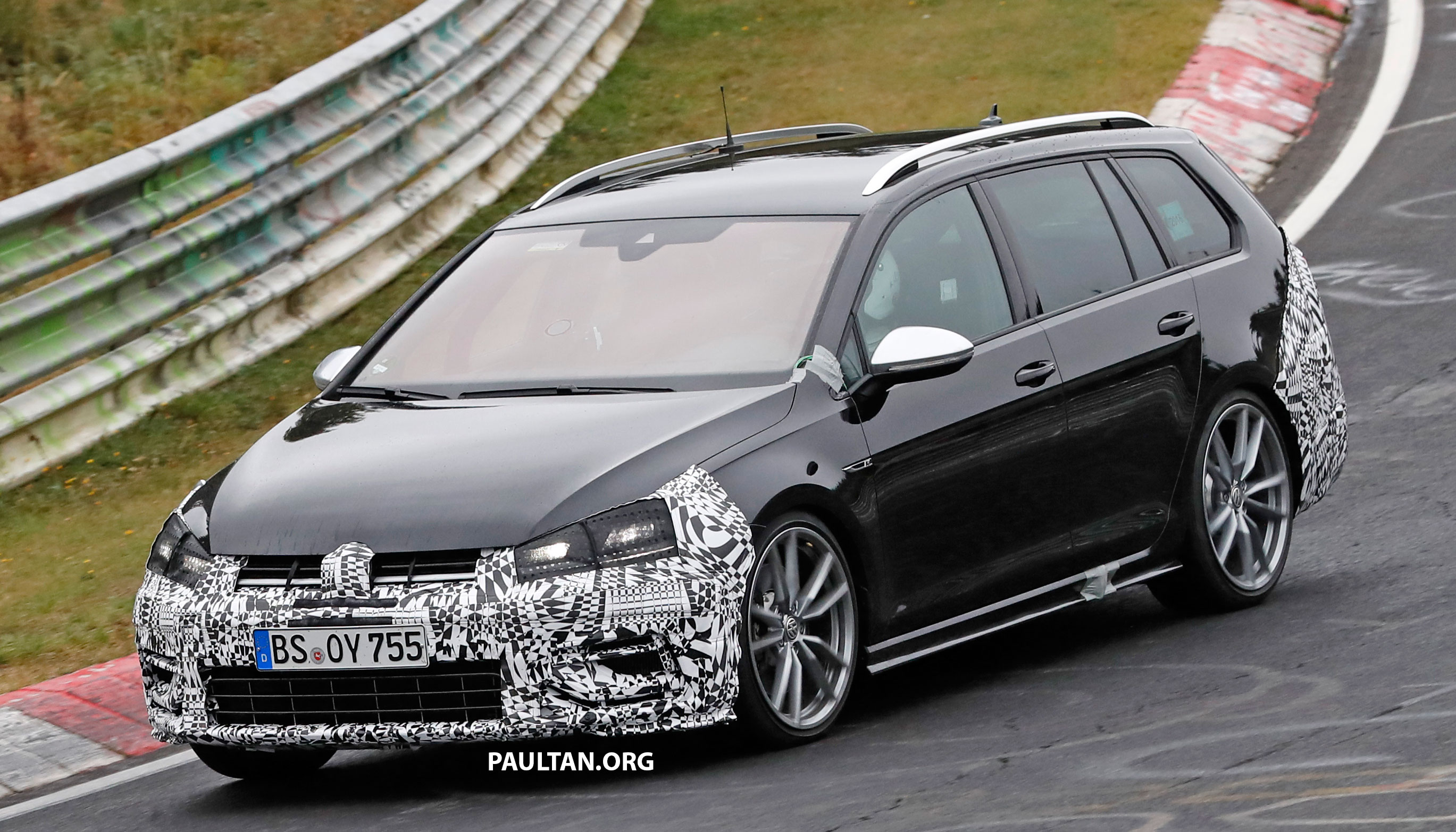 spyshot volkswagen golf r mk7 facelift versi wagon dilihat sedang giat diuji di litar. Black Bedroom Furniture Sets. Home Design Ideas