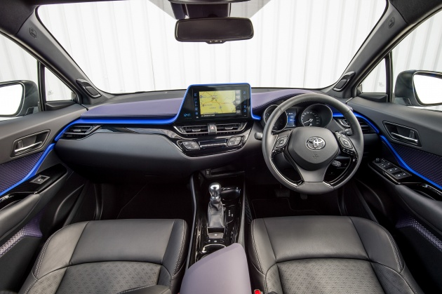 2016-toyota-c-hr-interior-1