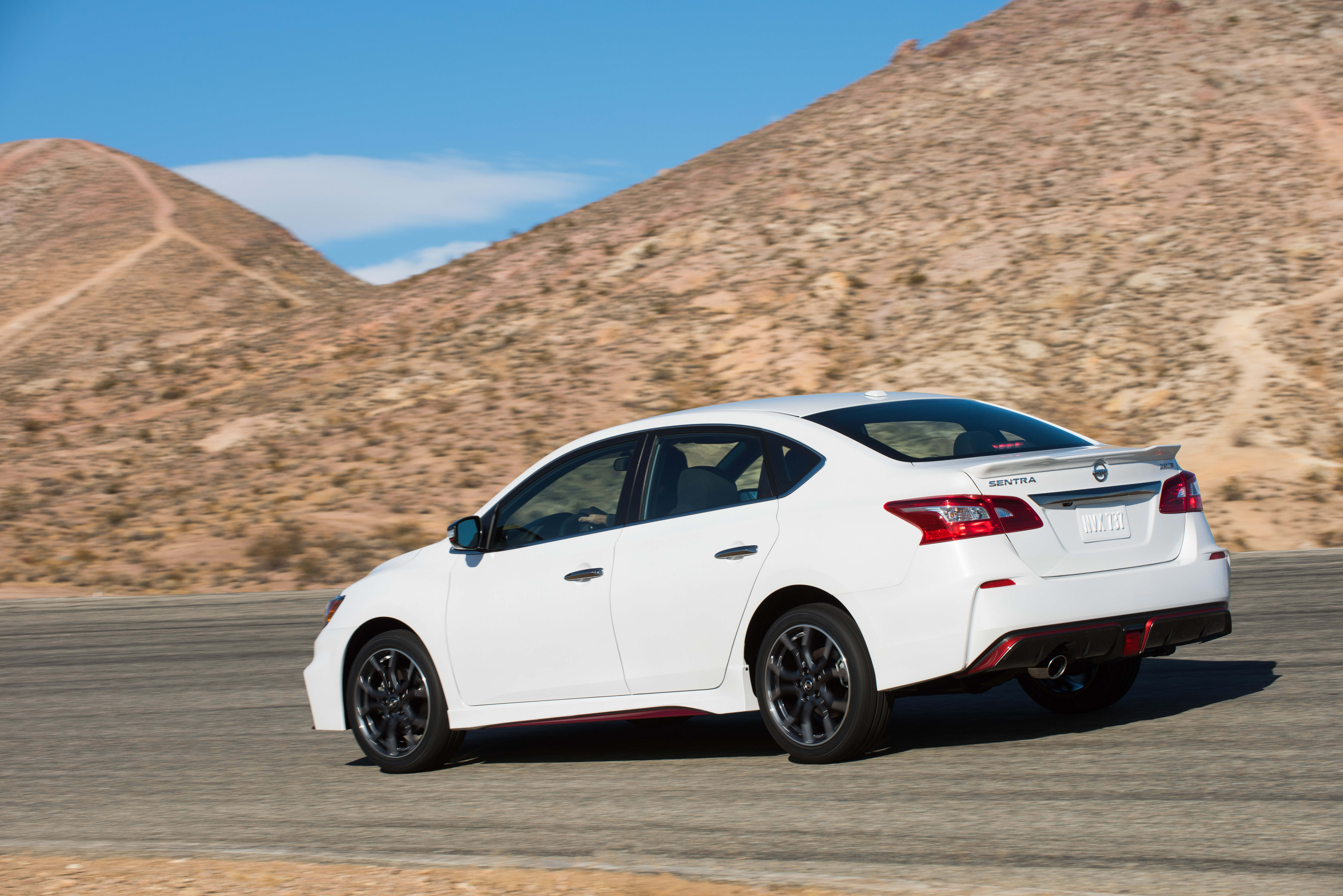 2017 nissan sentra nismo debuts a sportier sylphy image 580022. Black Bedroom Furniture Sets. Home Design Ideas