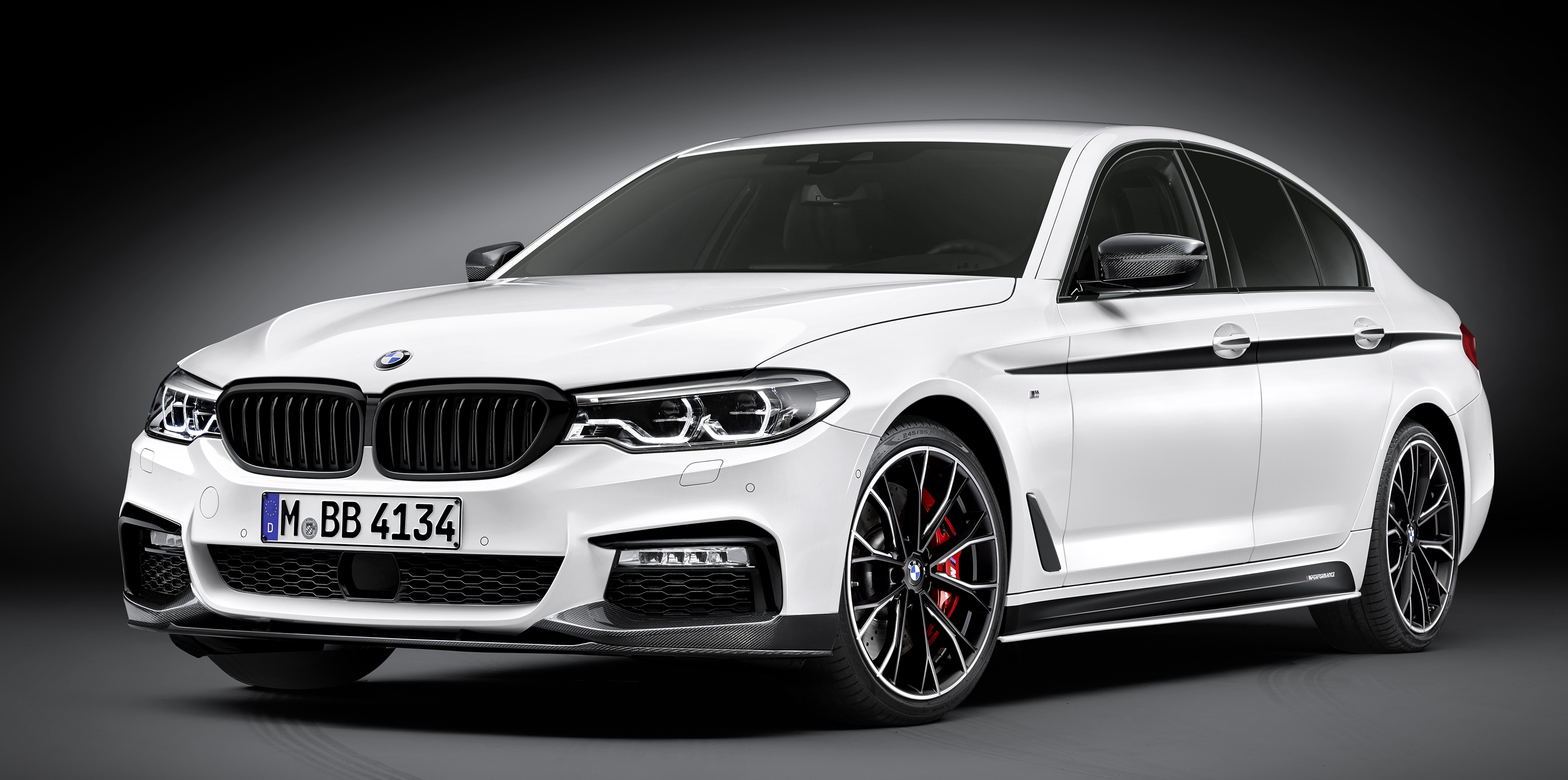 bmw m performance parts for g30 5 series unveiled. Black Bedroom Furniture Sets. Home Design Ideas