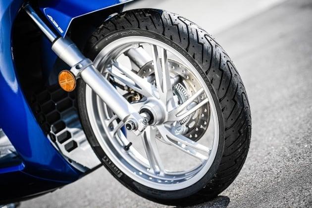 pirelli-angel-scooter-e-diablo-rosso-scooter-1-bm