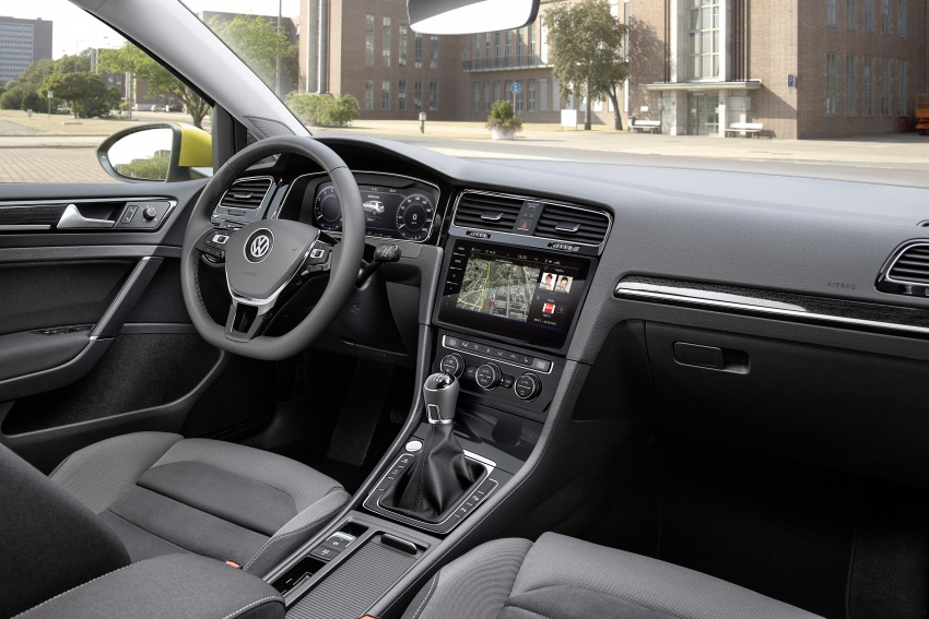 Volkswagen Golf facelift unveiled – Mk7 gets revamped Image #577680