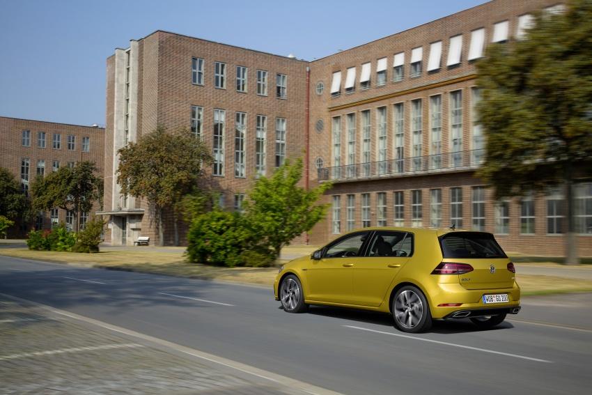 Volkswagen Golf facelift unveiled – Mk7 gets revamped Image #577688