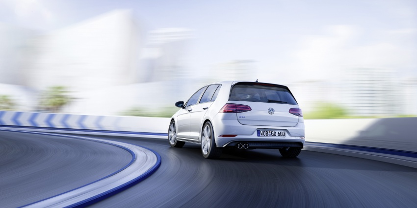 Volkswagen Golf facelift unveiled – Mk7 gets revamped Image #577702