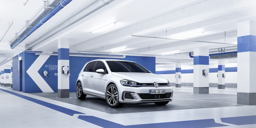 Volkswagen Golf facelift unveiled – Mk7 gets revamped Image #577704