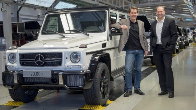 2016-mercedes-amg-g63-on-production-line