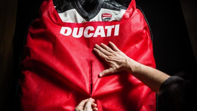 2017-ducati-corse-c3-dainese-suit-1