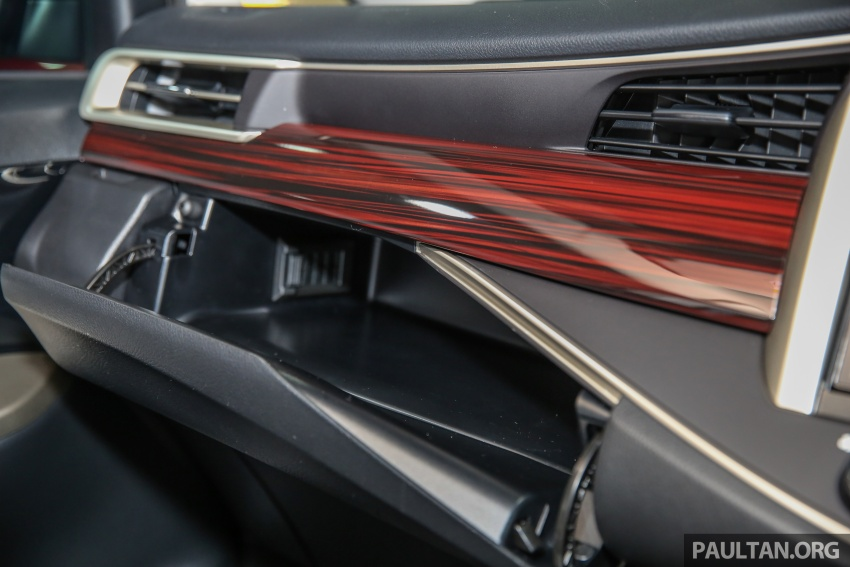 GALLERY: New Toyota Innova 2.0G on display – 8-seat MPV, Dual VVT-i, 6-spd auto, 7 airbags, VSC, RM126k Image #587594