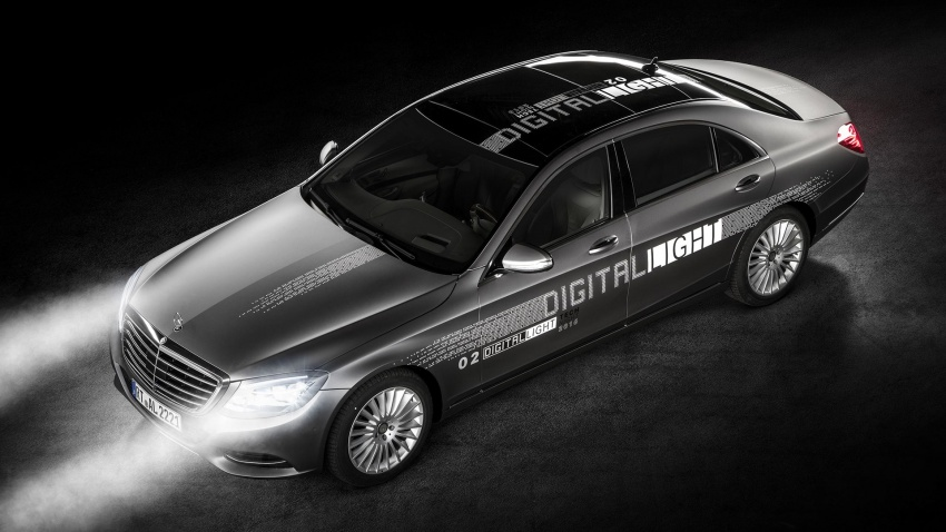Mercedes-Benz Digital Light can project signs on road Image #588071