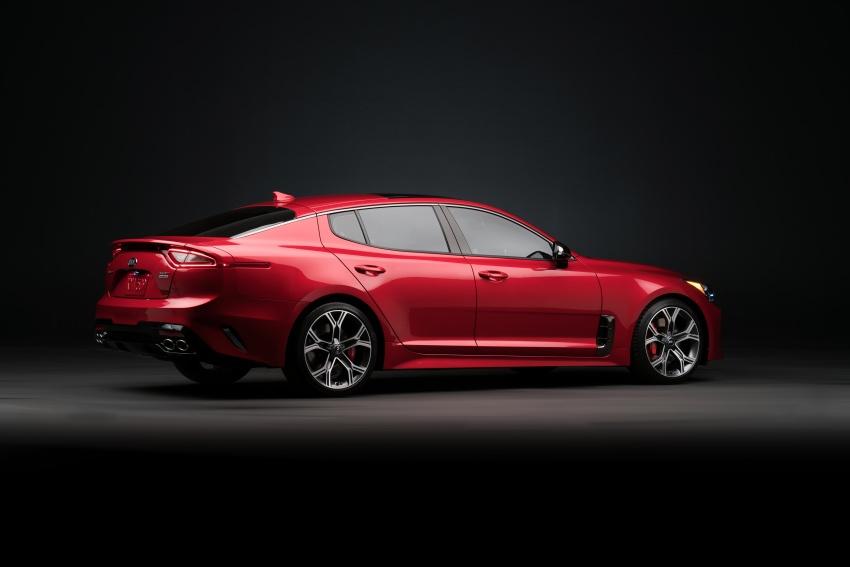 Kia Stinger 2018 didedahkan – model produksi sebenar kereta sport empat-pintu dari konsep Kia GT Image #600263