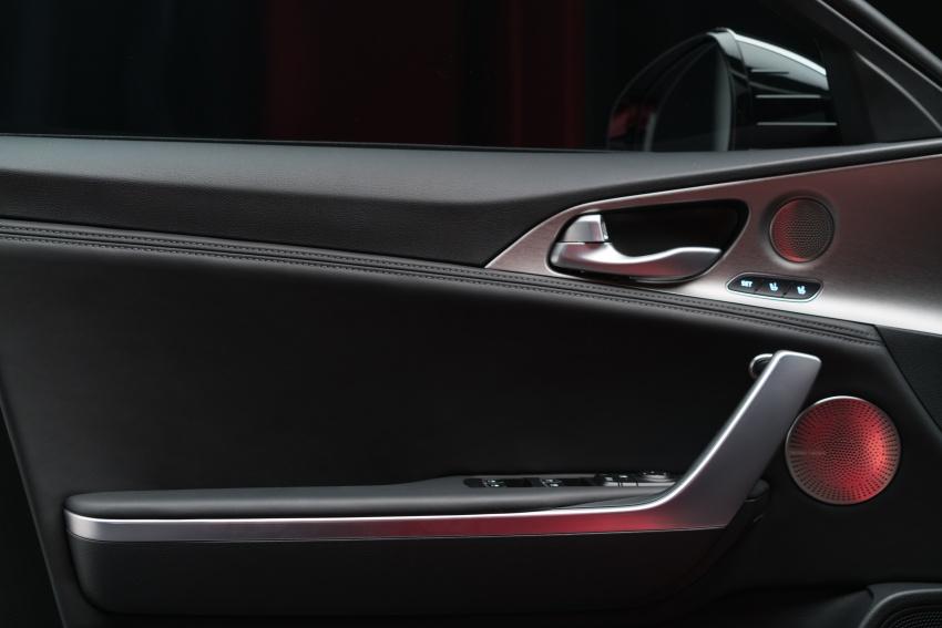 Kia Stinger 2018 didedahkan – model produksi sebenar kereta sport empat-pintu dari konsep Kia GT Image #600304