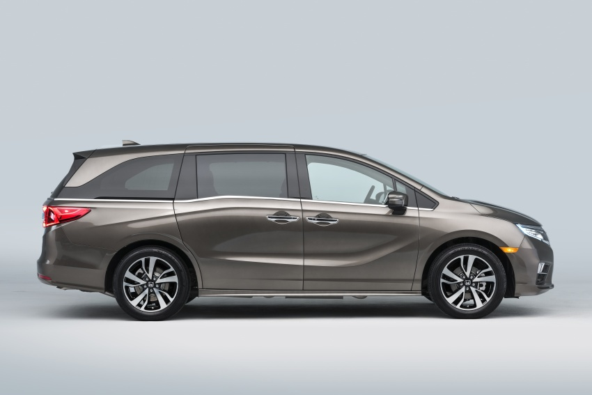 2018 Honda Odyssey makes debut at Detroit Auto Show – 3.5L i-VTEC V6; 10-speed automatic gearbox Image #600956