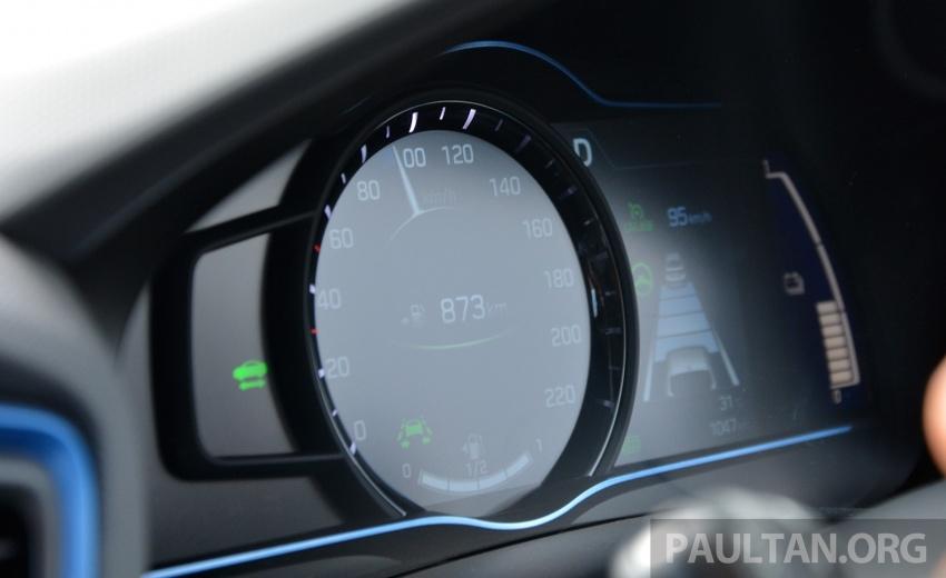 DRIVEN: Hyundai Ioniq Hybrid, thinking out of the box Image #597430