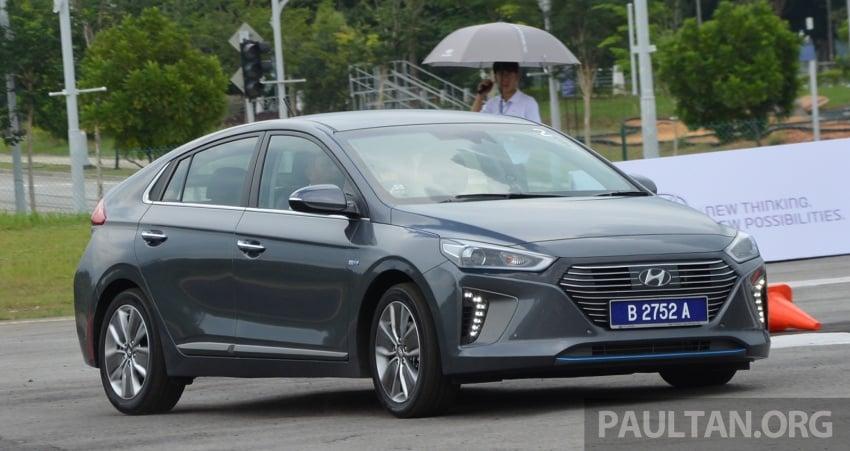 DRIVEN: Hyundai Ioniq Hybrid, thinking out of the box Image #597431