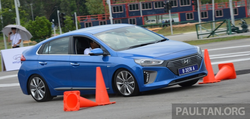 DRIVEN: Hyundai Ioniq Hybrid, thinking out of the box Image #597433