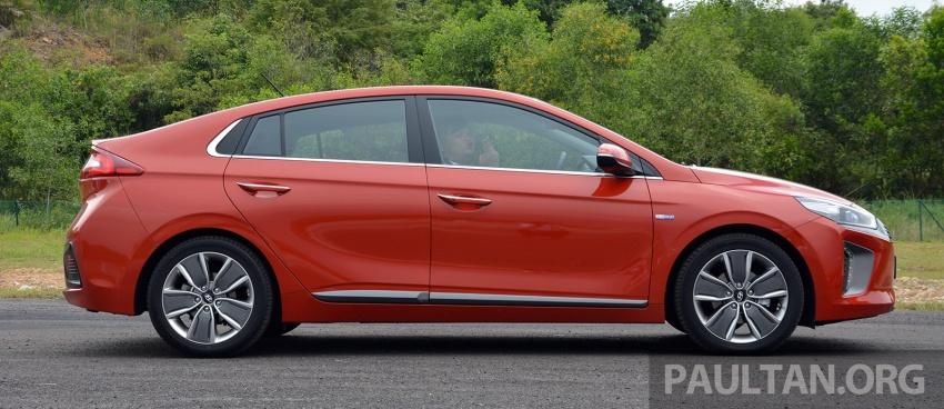 DRIVEN: Hyundai Ioniq Hybrid, thinking out of the box Image #597434