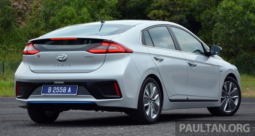 DRIVEN: Hyundai Ioniq Hybrid, thinking out of the box Image #597435
