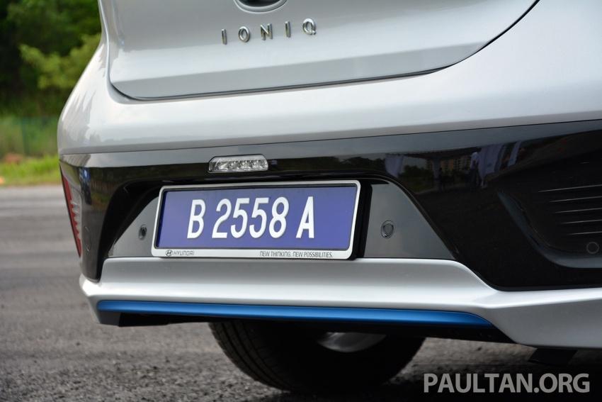 DRIVEN: Hyundai Ioniq Hybrid, thinking out of the box Image #597437