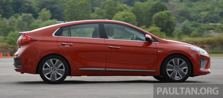 DRIVEN: Hyundai Ioniq Hybrid, thinking out of the box Image #597443
