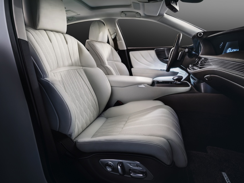 2018 Lexus LS 500 debuts with new 3.5 litre biturbo V6, 10-speed auto, pedestrian avoidance, 24-inch HUD Image #615745