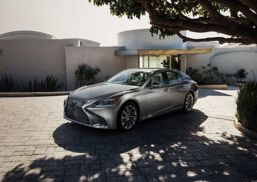 2018 Lexus LS 500 debuts with new 3.5 litre biturbo V6, 10-speed auto, pedestrian avoidance, 24-inch HUD Image #600881