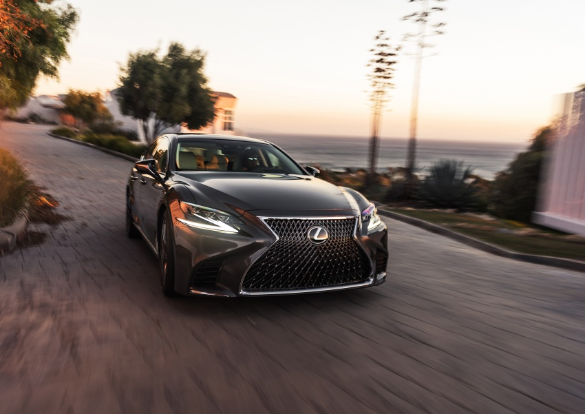 2018 Lexus LS 500 debuts with new 3.5 litre biturbo V6, 10-speed auto, pedestrian avoidance, 24-inch HUD Image #600885