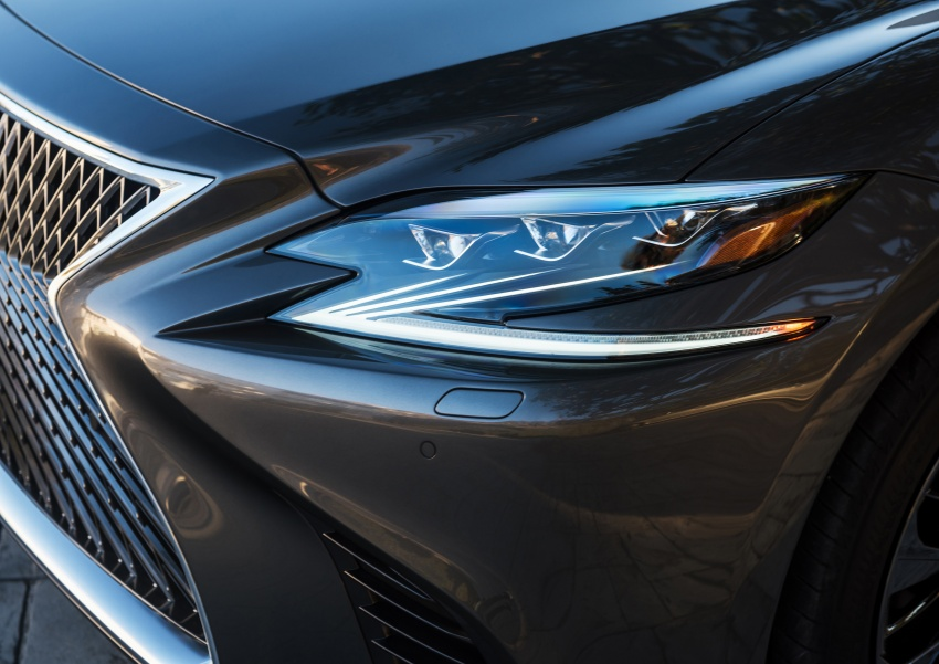 2018 Lexus LS 500 debuts with new 3.5 litre biturbo V6, 10-speed auto, pedestrian avoidance, 24-inch HUD Image #600888