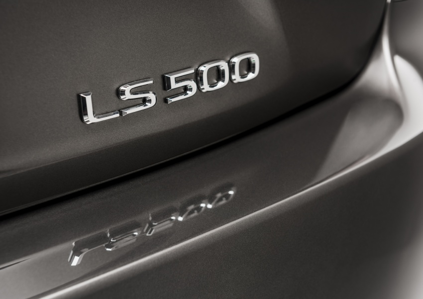 2018 Lexus LS 500 debuts with new 3.5 litre biturbo V6, 10-speed auto, pedestrian avoidance, 24-inch HUD Image #600891