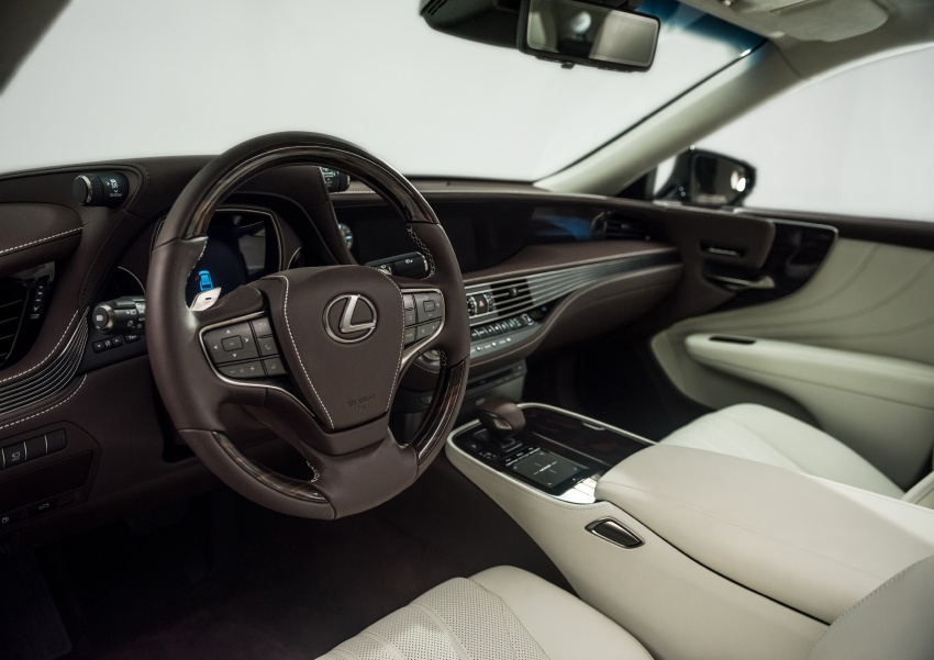 2018 Lexus LS 500 debuts with new 3.5 litre biturbo V6, 10-speed auto, pedestrian avoidance, 24-inch HUD Image #600892