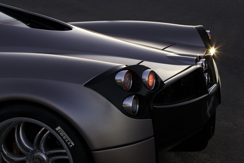 Pagani Huayra Roadster teased again, front shown Image #608306