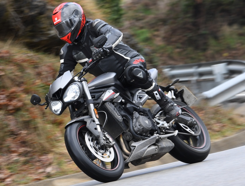 review 2017 triumph street triple 765 rs media road and track test in catalunya spain image. Black Bedroom Furniture Sets. Home Design Ideas