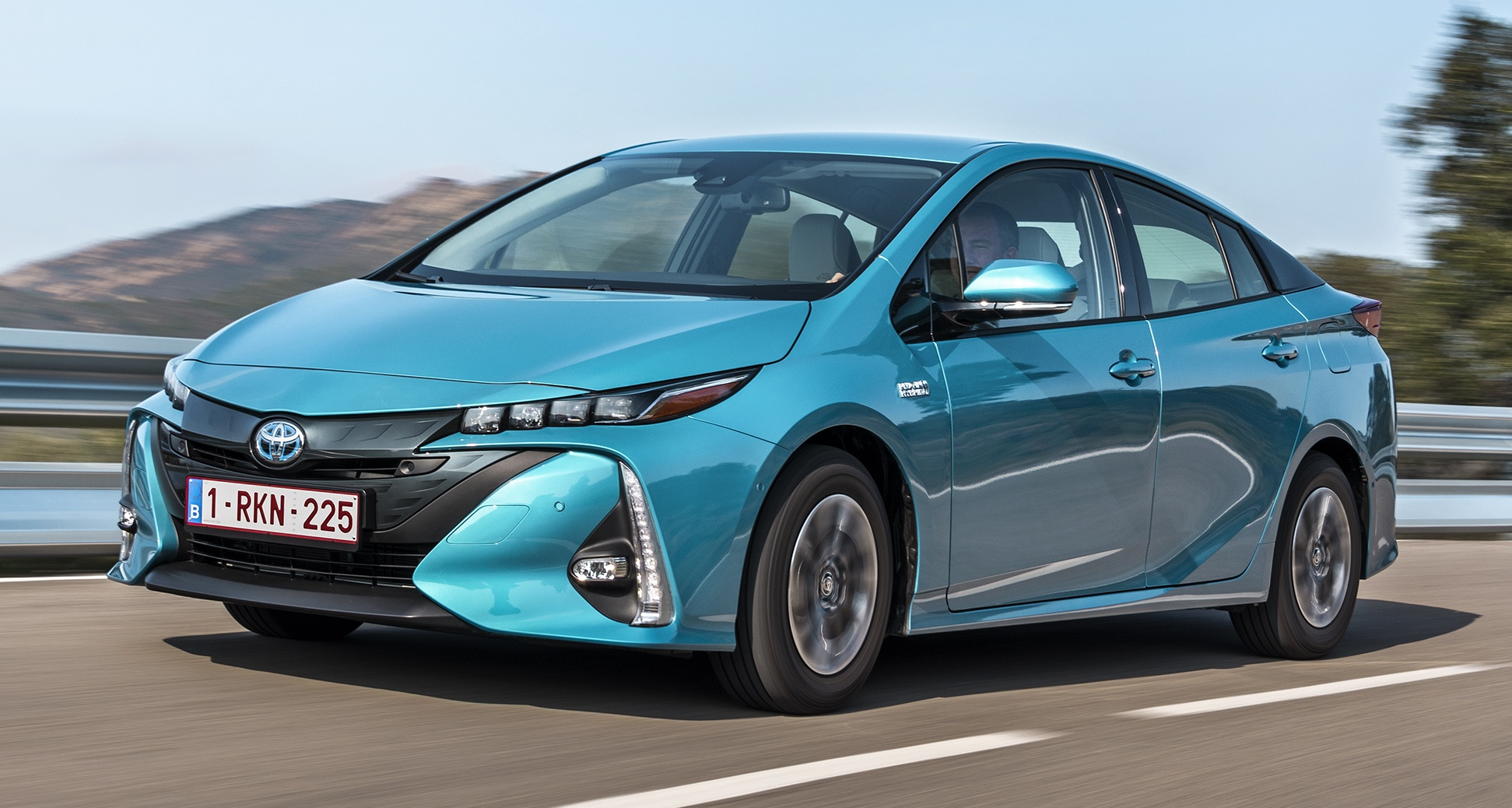 new toyota prius plug in hybrid double the ev range. Black Bedroom Furniture Sets. Home Design Ideas