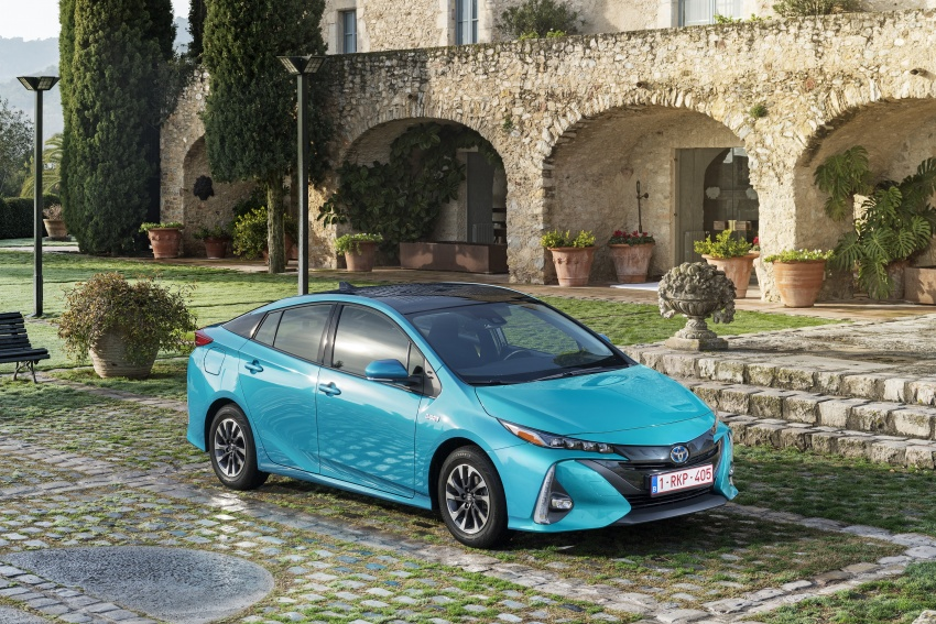 New Toyota Prius Plug-in Hybrid – double the EV range Image #612755
