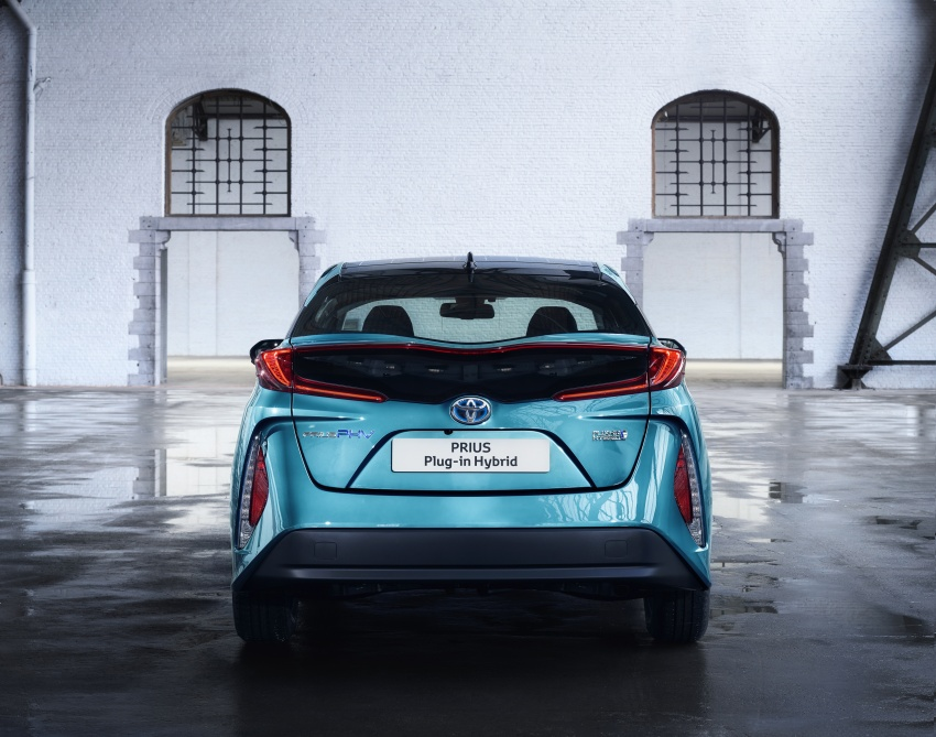 New Toyota Prius Plug-in Hybrid – double the EV range Image #612833