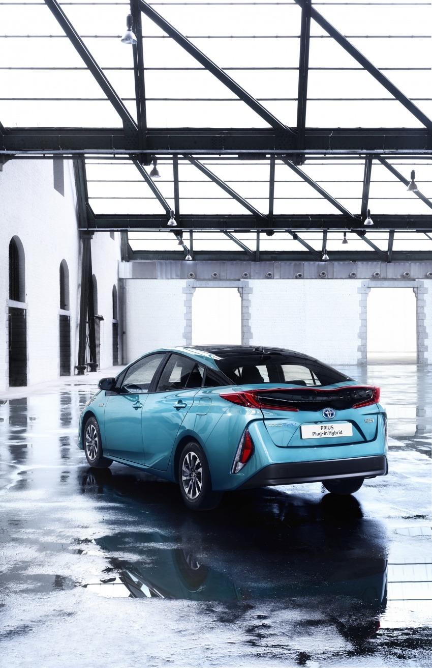 New Toyota Prius Plug-in Hybrid – double the EV range Image #612836