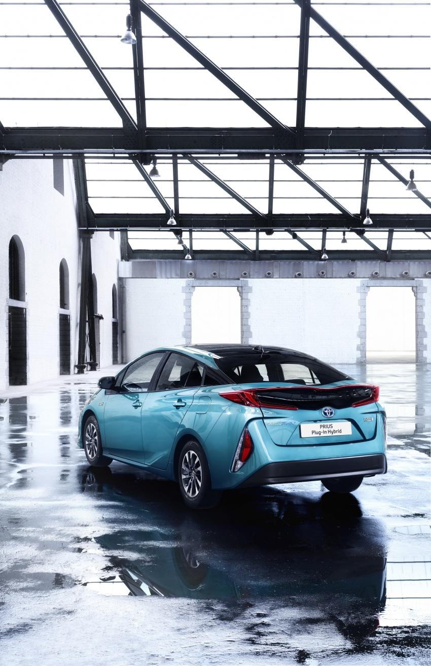 New Toyota Prius Plug-in Hybrid – double the EV range Image #612836