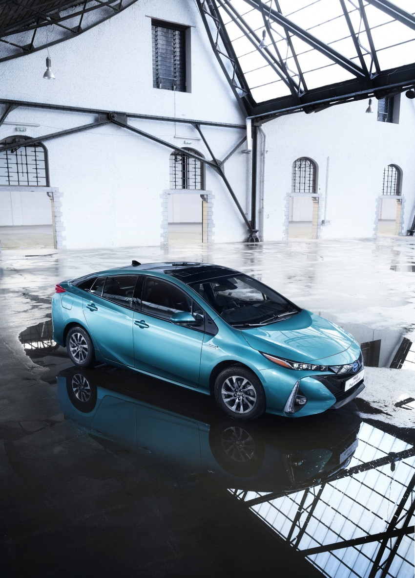 New Toyota Prius Plug-in Hybrid – double the EV range Image #612839