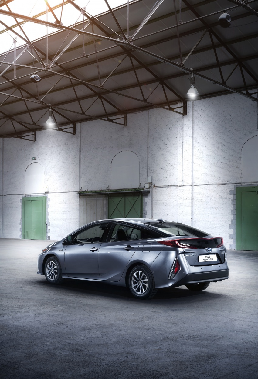 New Toyota Prius Plug-in Hybrid – double the EV range Image #612844