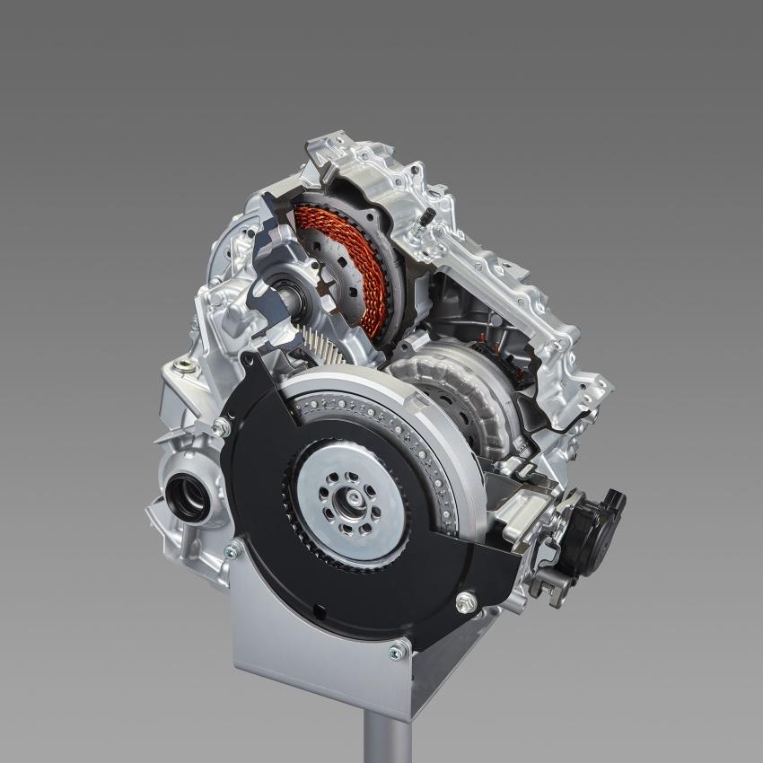 Toyota Prius PHV debuts in Japan – 68.2 km EV range Image #616964