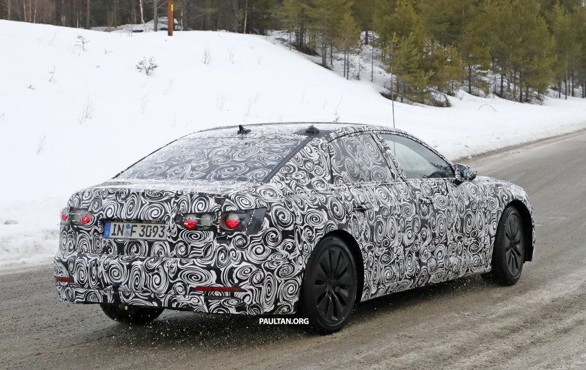 Back to Story: SPYSHOTS: 2018 Audi A6 shows off its new curves