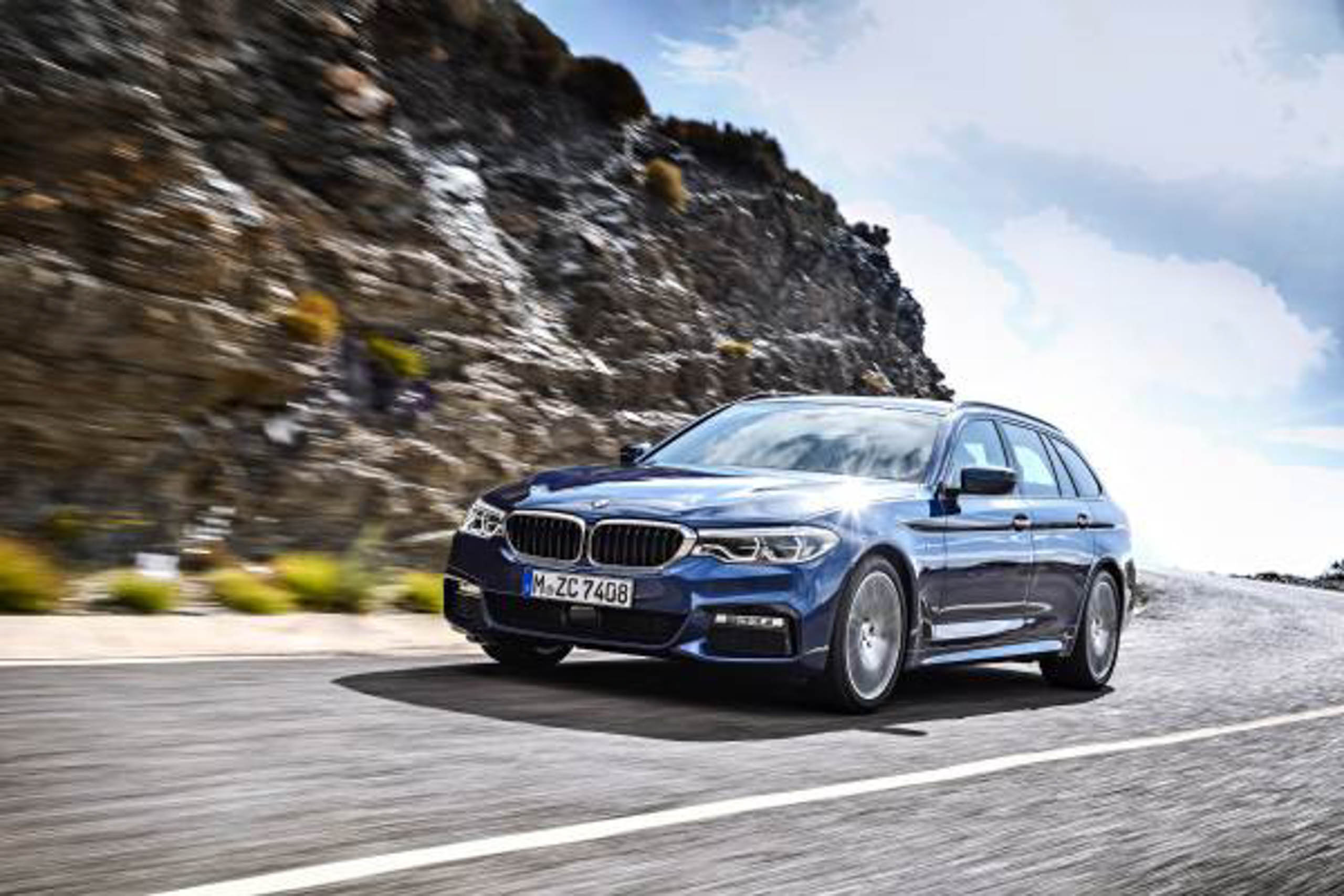 G31 Bmw 5 Series Touring Unveiled 1 700 Litre Boot Image