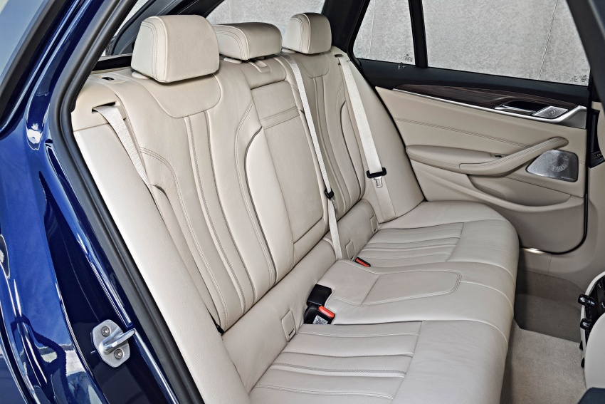 G31 BMW 5 Series Touring unveiled – 1,700-litre boot Image #610321