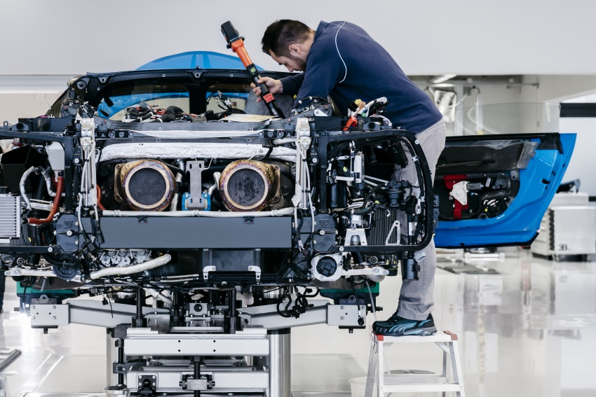 Bugatti Chiron – how a 420 km/h hypercar is born Image #613210