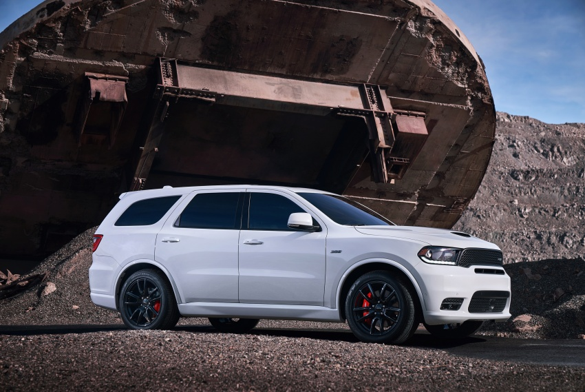 Dodge Durango SRT unveiled – 475 hp three-row SUV Image #613077
