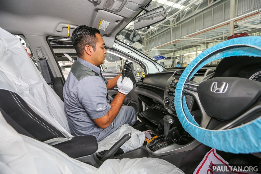 VIDEO: Honda Malaysia's airbag inflator replacement process – see the potentially explosive part Image #614470