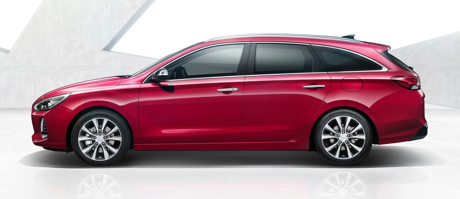 Hyundai i30 Tourer – new C-segment wagon revealed Paul Tan ...