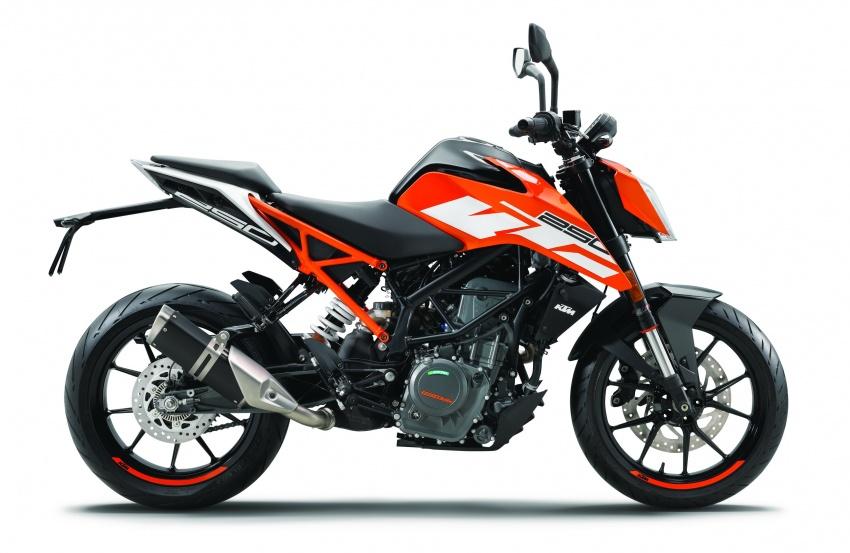 2017 KTM 390 and 250 Duke launched in India – priced at RM15,001 for 390 Duke and RM11,534 for 250 Duke Image #620575