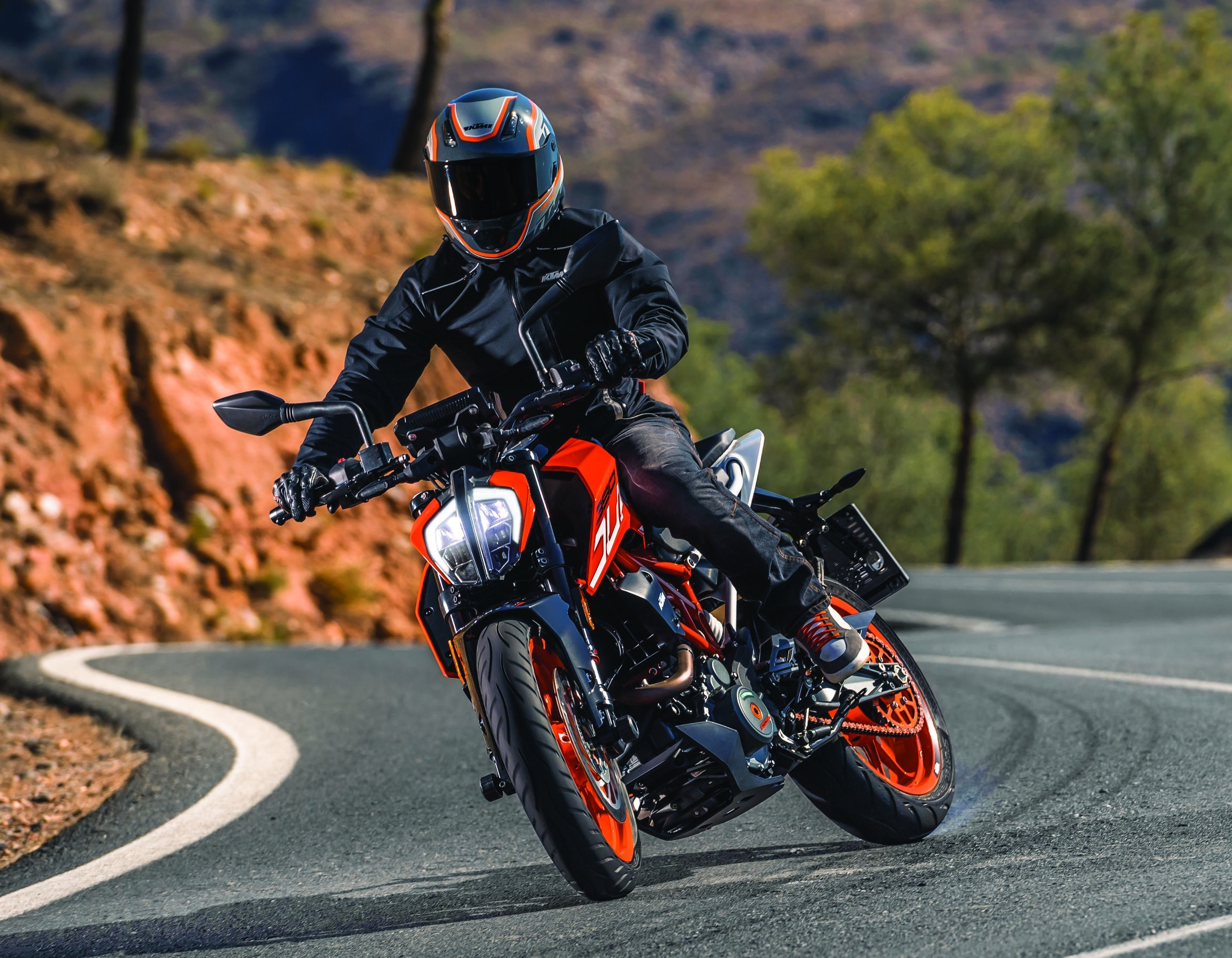 2017 ktm 390 and 250 duke launched in india priced at. Black Bedroom Furniture Sets. Home Design Ideas