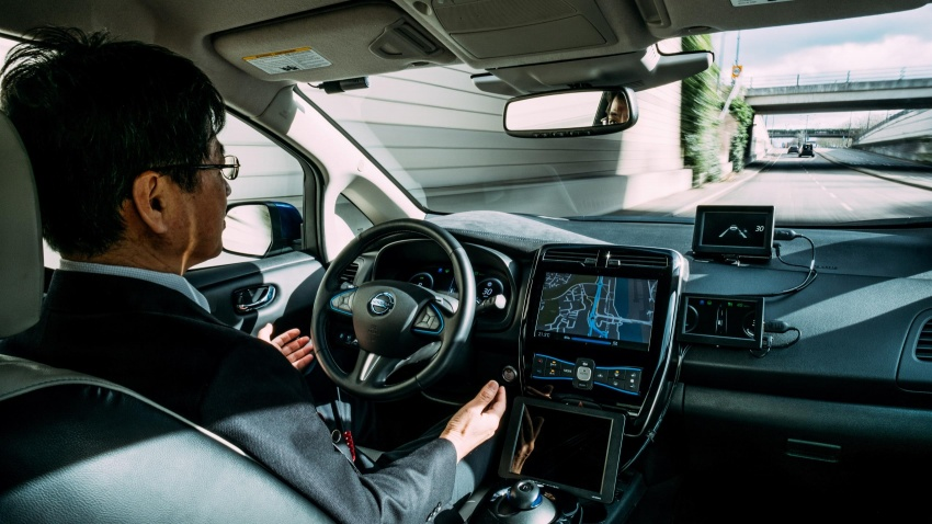 Nissan conducts autonomous drive demo in Europe Image #621620