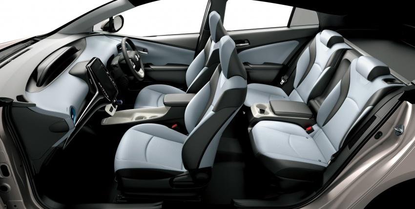 Toyota Prius PHV debuts in Japan – 68.2 km EV range Image #616976